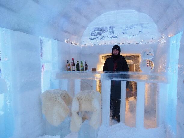 氷でできたカウンター