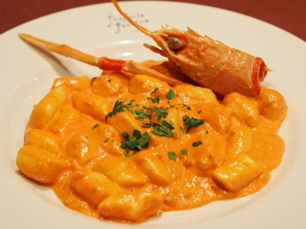 ジャガイモのニョッキ 手長海老のトマトクリームソース