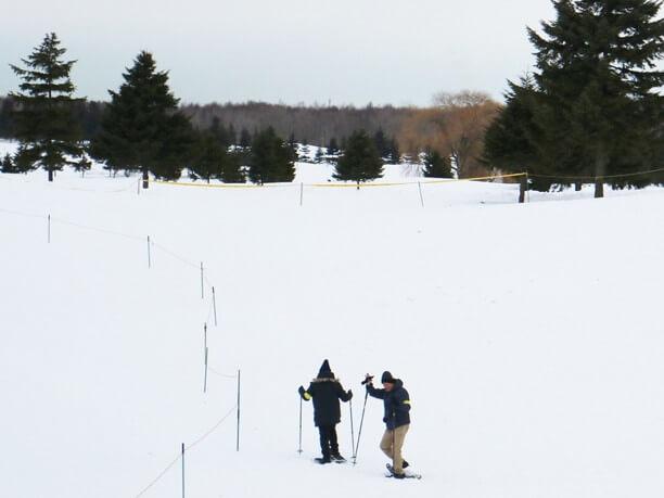 ふかふかの雪でも埋まらずに歩けるスノーシュー