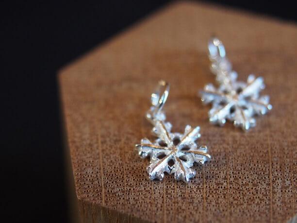 雪の結晶のアクセサリー