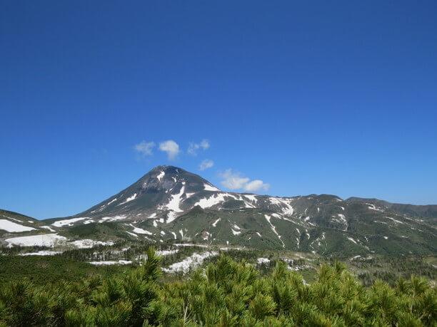 山頂に残る雪