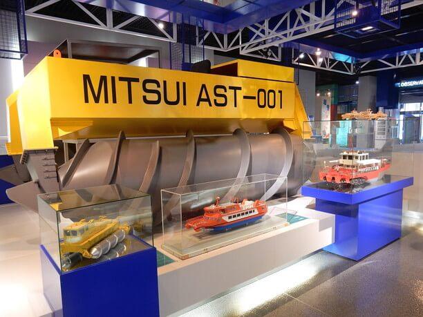 流氷観測船AST001(アルキメディアン・スクリュー・トラクター)の実寸大レプリカ