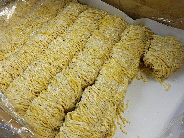 中太の縮れ麺