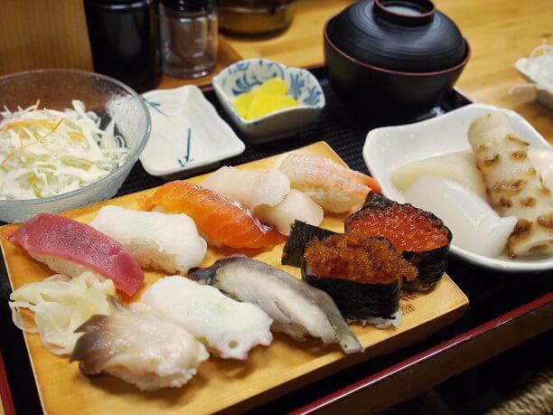 寿司10貫のランチセット