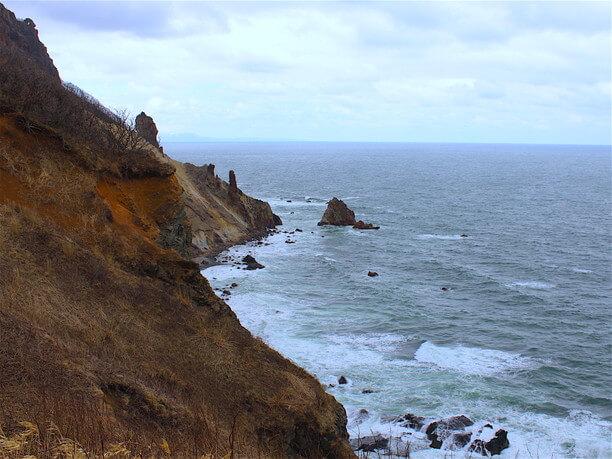 険しい断崖