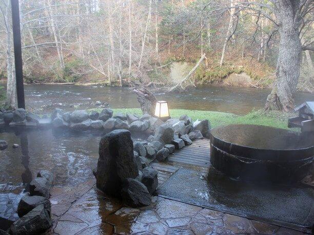 豊かな自然に包まれた阿寒湖温泉
