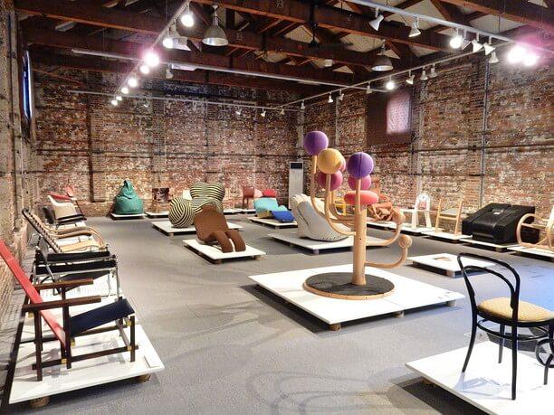 珍しい椅子を展示