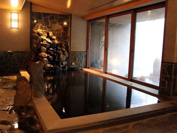 敷地内に自噴する湯を集めて使用している温泉