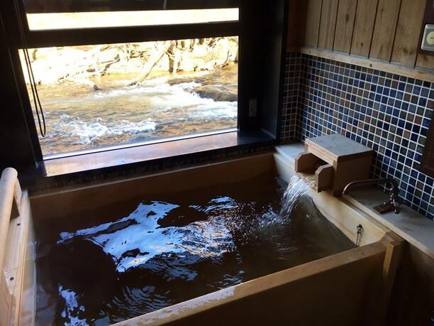 客室にもヒノキ造りの天然温泉