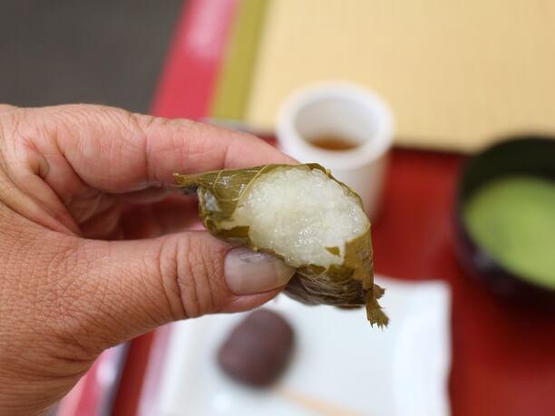 桜の葉に包んだ道明寺餅