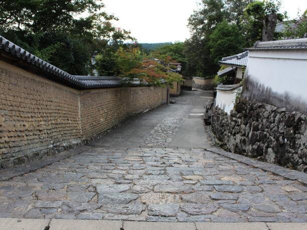 石畳の小路