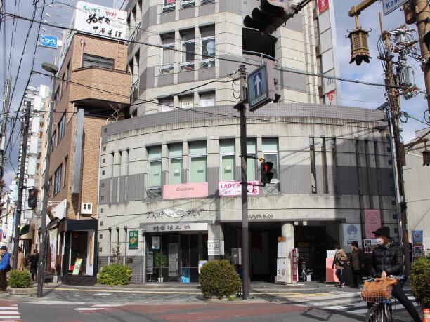 奈良市観光センターの東向にあるビル