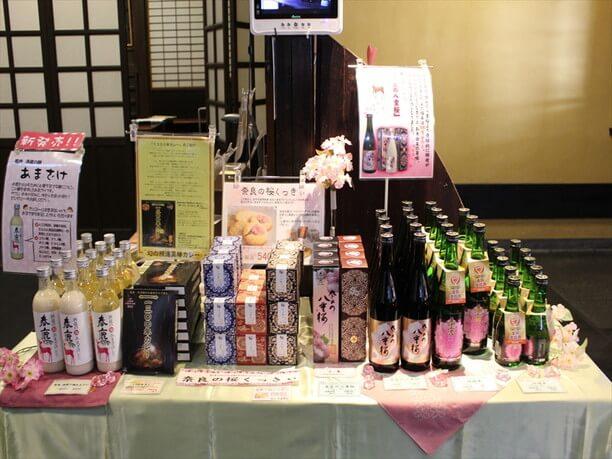 「純米奈良の八重桜」をはじめ約30銘柄が勢揃い