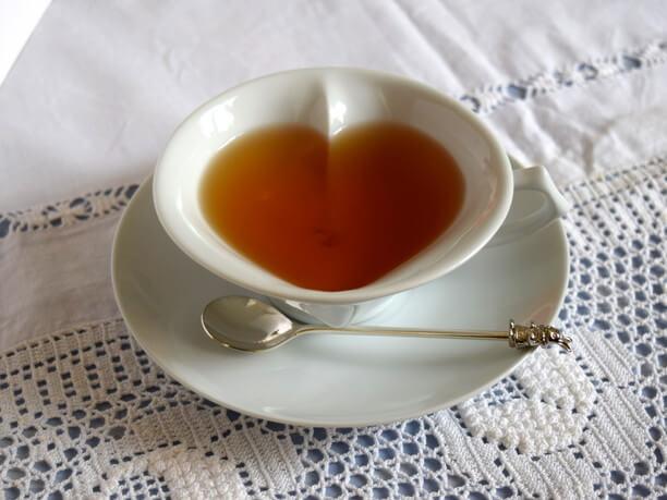 ハートのカップに注がれた紅茶
