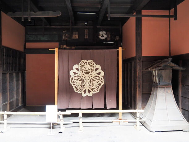 大きな暖簾