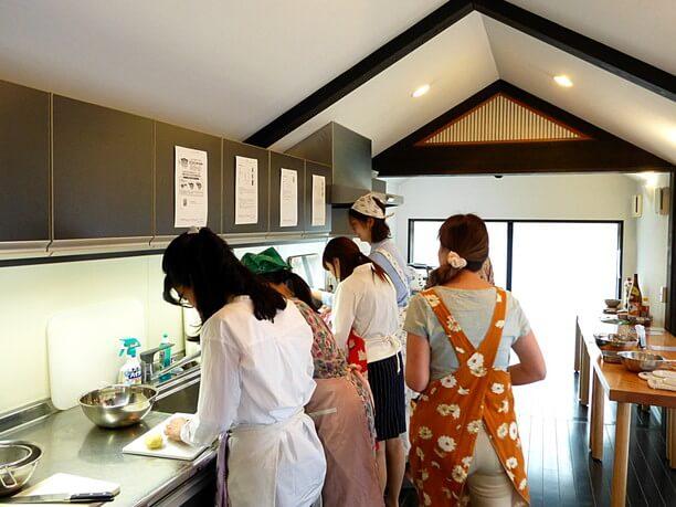 料理を作っている人たち
