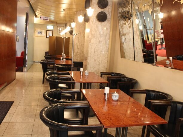 クラシカルな雰囲気のカフェ