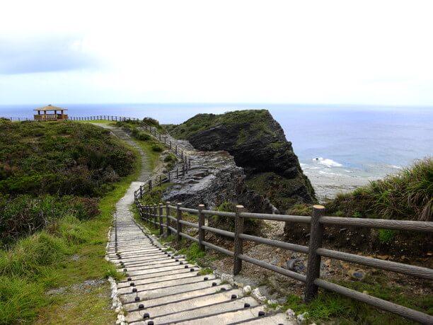 女瀬の崎(うなじのさち)展望台への道