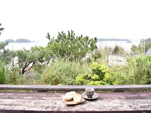 西海岸の海とパン