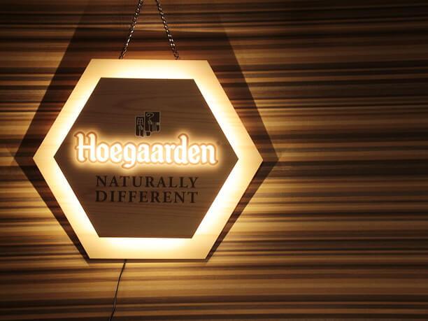 ヒューガルデンの看板