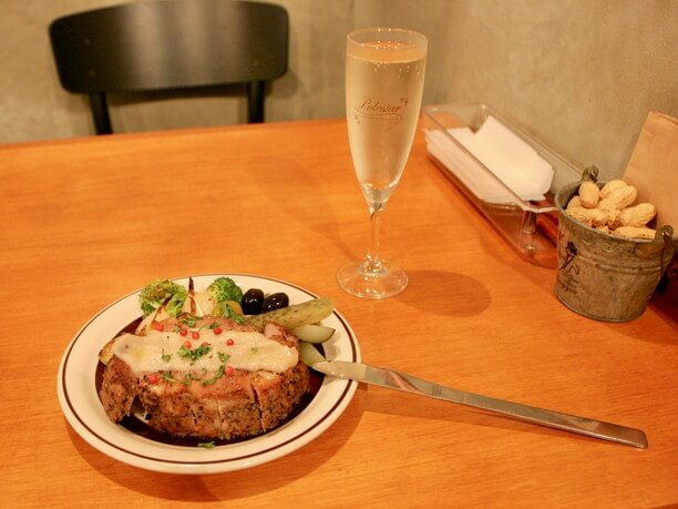 厚切りローストポークのステーキ