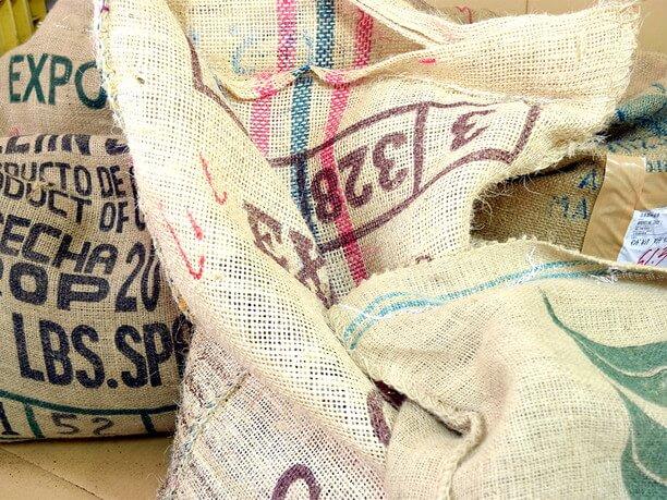 コーヒー豆が入った袋