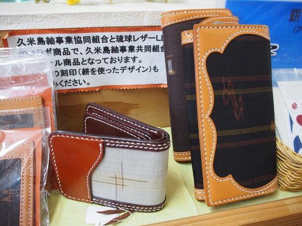 久米島紬とレザーを組み合わせた小物類