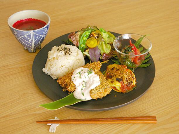野菜料理のプレート
