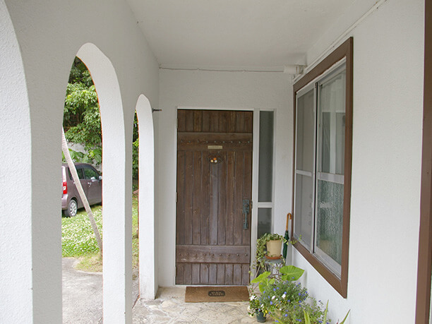 可愛らしい木製のドア
