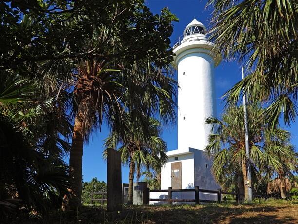 ランドマークの「鳩間島灯台」