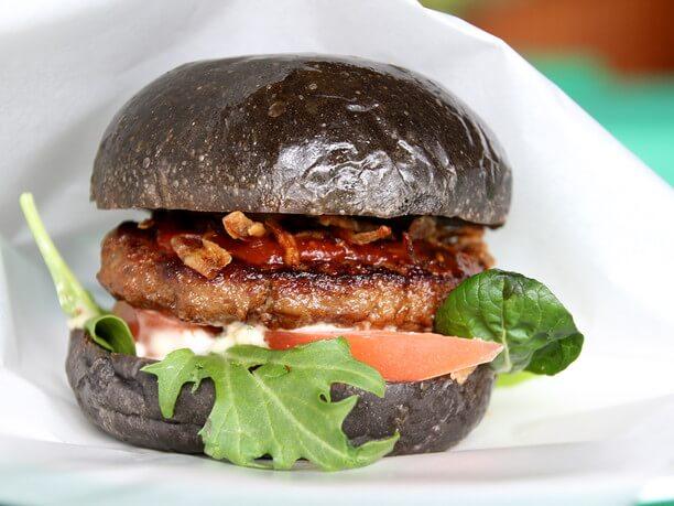 黒バーガー2