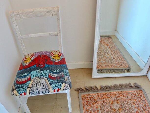 ユニークな柄の椅子