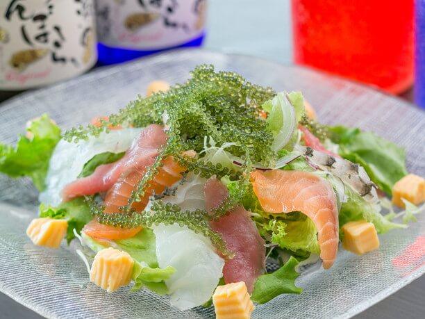 海ブドウがのった喜瀬の海鮮サラダ