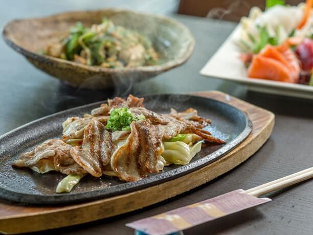 島豚アグーバラ肉のニンニク鉄板焼き