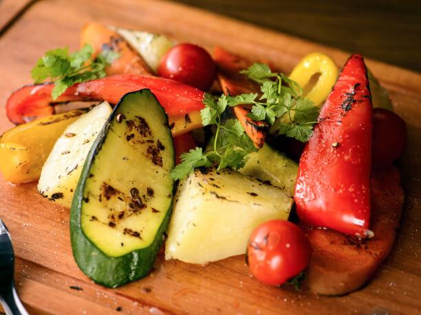 薪で焼き上げた野菜