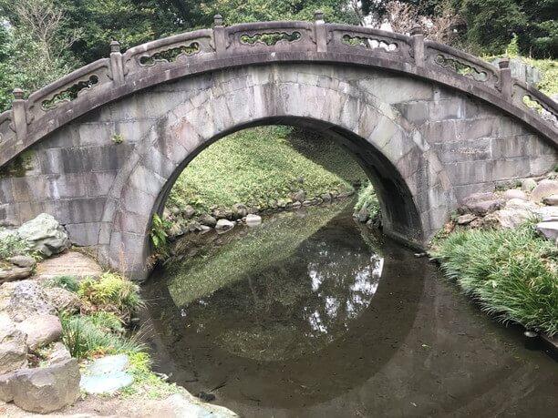 横から見た円月橋