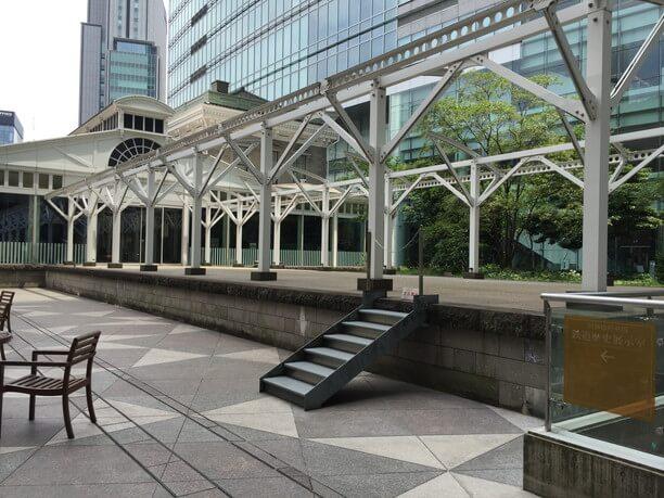 新橋から横浜に鉄道が通った時の駅の跡