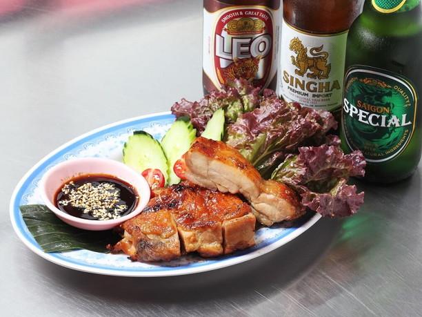 シンガポールの屋台料理「ペーパーチキン」